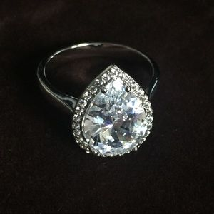 Jewelry - Faux engagement ring